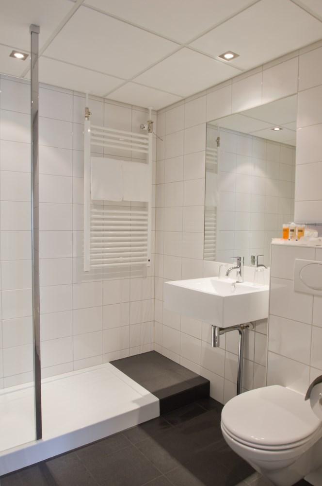 Badkamer verbouwen badkamer renoveren bouwbedrijf j lok - Badkamer renovatie m ...