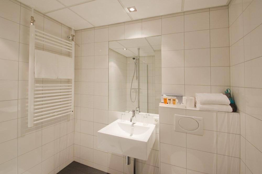 Bouwbedrijf j lok hotel hampshire 39 de eese 39 badkamerrenovatie - Badkamer renovatie m ...